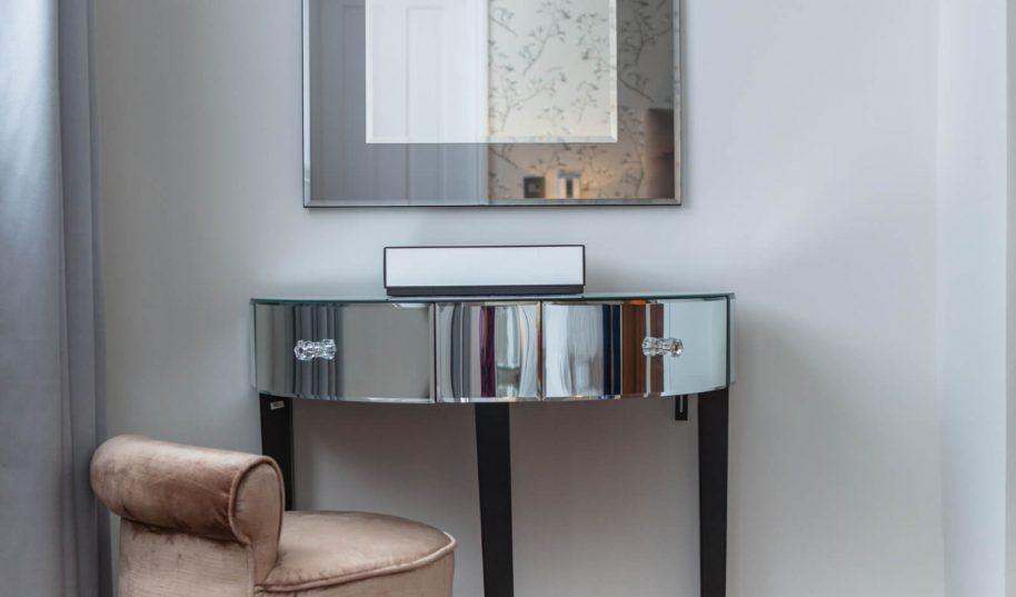 Roselind Wilson Design Holland Park Bedroom table