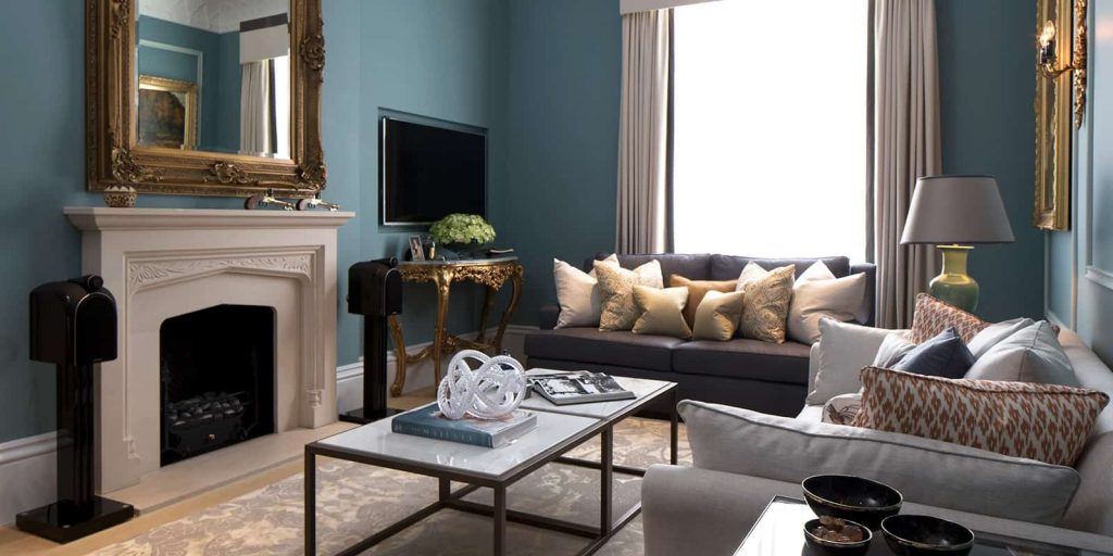 Traditional and luxurious living room