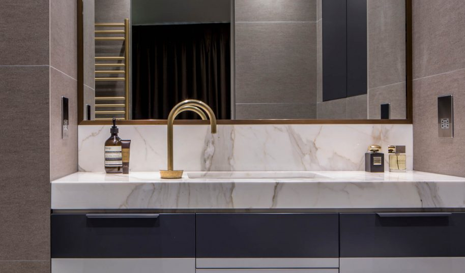 Roselind Wilson Design Eastcastle Street master bathroom