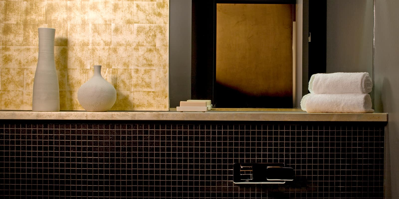 Contemporary bathroom tiling