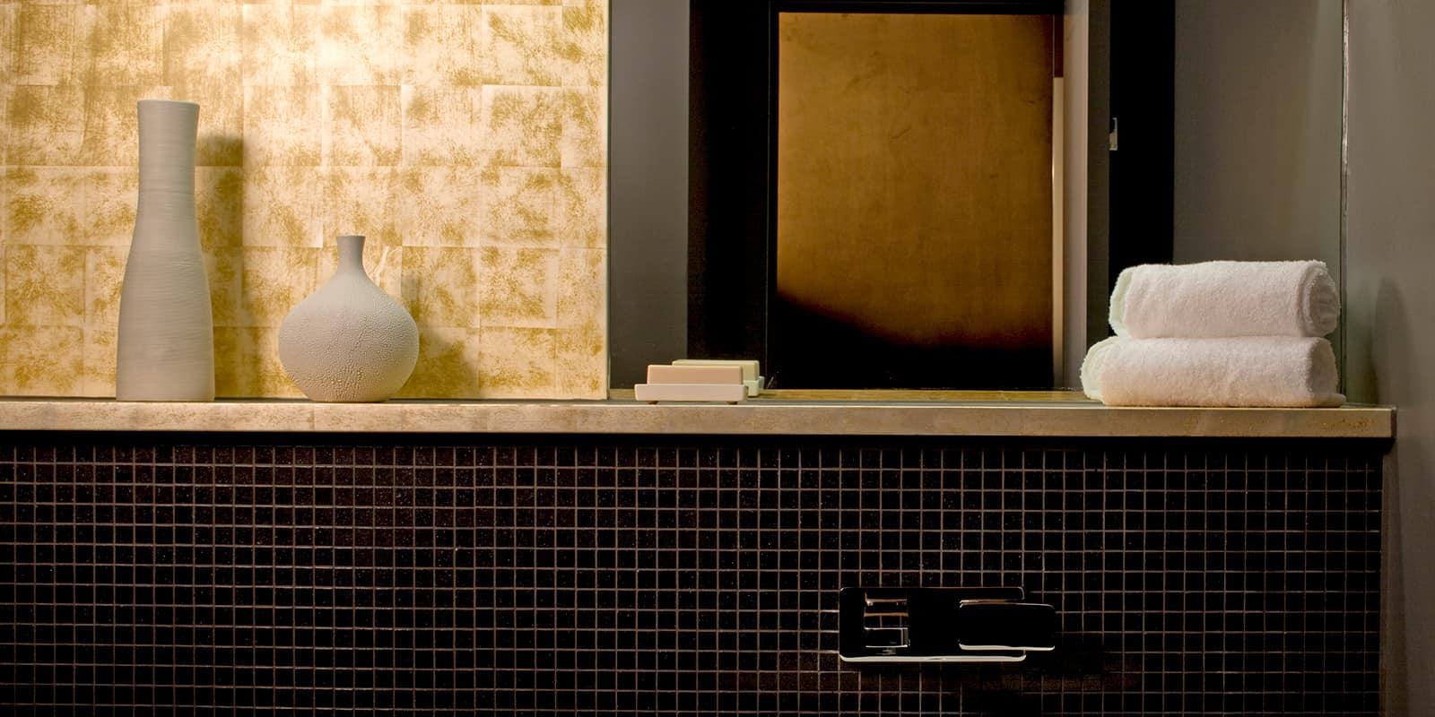 Contemporary bathroom tiling