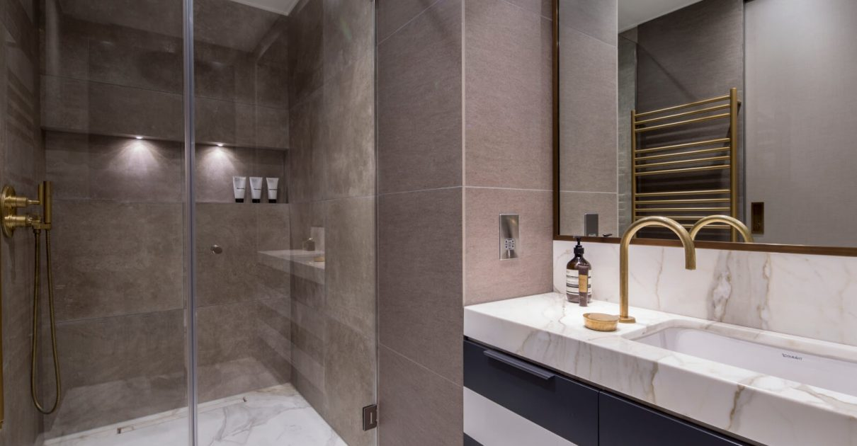 Roselind Wilson Design Eastcastle Street bathroom